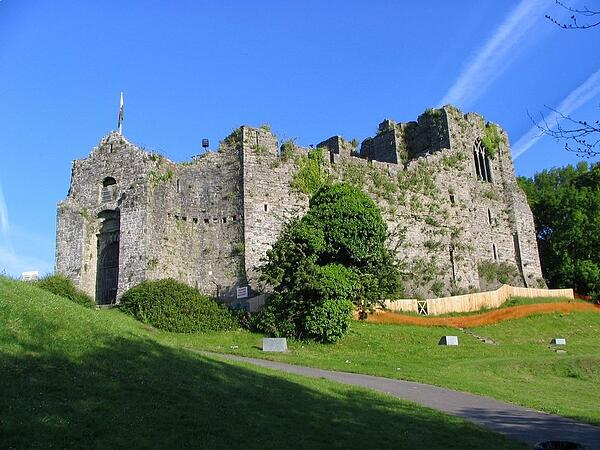oyster mouth castle